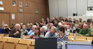 Patienten besetzen Hörsaal in Köln: Aktionstag Auge 2015 / Schonende Therapien bei chronischen Augenerkrankungen: Makuladegenration(AMD), Hornhauterkrankung, schweres trockenes Auge und Glaukom (FOTO)