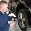 Reifenwechseln ohne Rückenschmerzen: Auf das richtige Werkzeug kommt es an (FOTO)