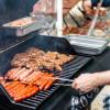 Zum Start der Grillsaison: So wird der Gasgrill schnell wieder sauber / Deutscher Verband Flüssiggas empfiehlt Reinigung von Rost und Brennerabdeckung nach jedem Gebrauch (FOTO)