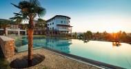 Neueröffnung des Hotels Larimar mit Schwimmshow und Elvis