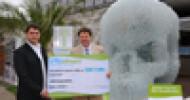Umweltkunstwerk aus Plastikflaschen wird versteigert
