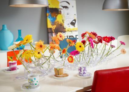 ausgefallene tischdekoration der sommerliche gerbera regenbogen bild gateo gateo. Black Bedroom Furniture Sets. Home Design Ideas